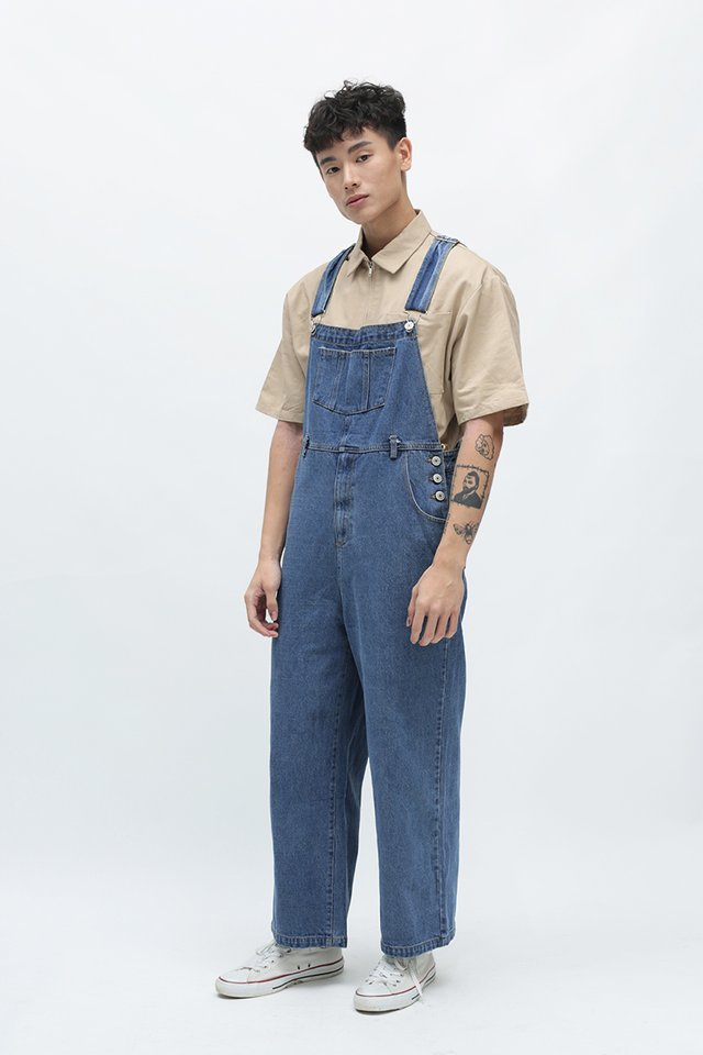 ASHTON STRAIGHT-CUT DUNGAREES IN MID WASH